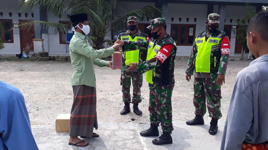 Kasihi Para Santri, Koramil 0811/10 Bangilan Tuban Bagikan ...