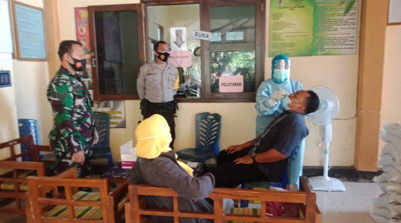 Babinsa Koramil 0811/01 Kota Terlibat Langsung Bersama Tim Kesehatan Melakukan Tracking