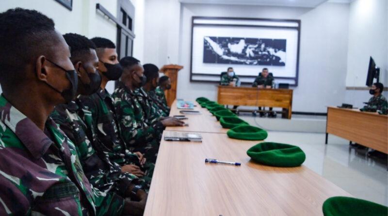 Sebanyak 12 Prajurit Bintara Otonomi Khusus (Baotsus) TNI AD dari Bumi Cendrawasih Papua menempuh pendidikan di Bumi Ronggolawe Tuban